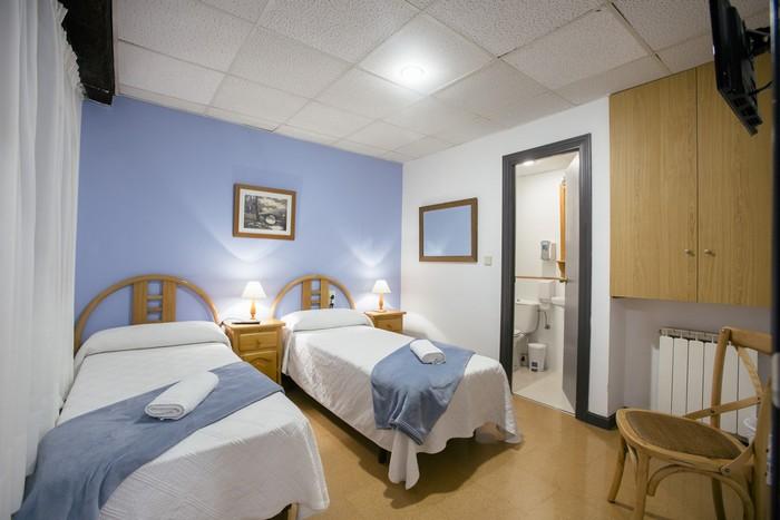 Reservar alojamiento para dos personas con baño completo