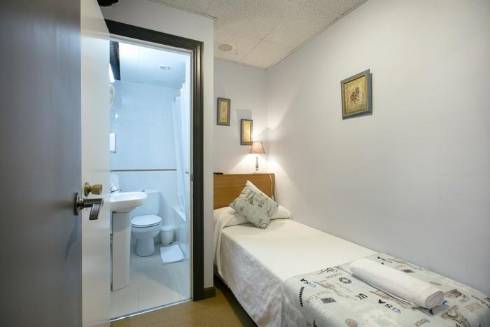 Reservar habitación individual con baño cerca de la concha